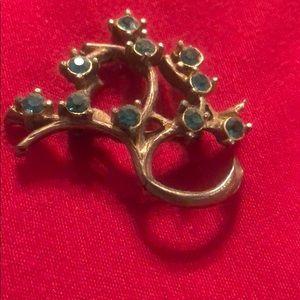 Antique gold design emerald stones